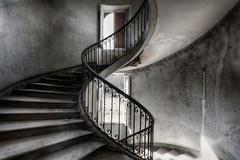 """""""Tu me fais tourner la tête..."""" (ElfeMarie) Tags: château castel abandonné abandoned lost oublié forgotten escalier stairs decay derelict urbex"""