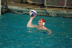 2U8A2198 (dante.kim128) Tags: waterpolo watersports aquaticsports ballsports contactsports pool water swimming action catch pass throw