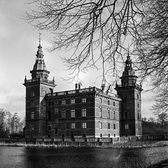 Marsvinsholm Castle - Agfa APX 100 exp* (magnus.joensson) Tags: sweden swedish skåne ystad castle agfa apx 100 exp 1992 adox adonal 150 blackandwhite 6x6 monochrome epson v800 scan rolleicord v tlr 1955