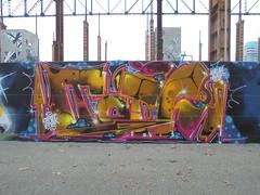 146 (en-ri) Tags: tots crew valel capot enak giallo rosa arrow parco dora torino wall muro graffiti writing bas blu