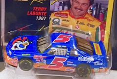 #13-42, Terry LaBonte, Signing,  Hot Wheels, 1997, Pro Racing, Short Track, NASCAR, #5, Kelloggs, Blue, BP (Picture Proof Autographs) Tags: 1342 terrylabonte signing hotwheels 1997 proracing shorttrack nascar 5 kelloggs blue bp withpictureproofphoto ppp