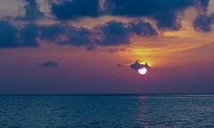 Peaceful (sylviafurrer) Tags: sonnenuntergang sunset sky himmel wolken clouds meer sea malediven maldives