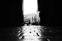 (lo zen) Tags: monocromo pavimentazione portone davalos palazzo vasto luce bianco nero
