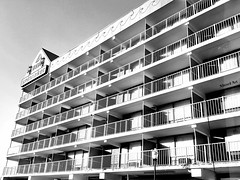 black and white beach motel   ocean city, md (delmarvausa) Tags: motel oceancity beach boardwalk lodging spinnaker spinnakermotel downtownoceancity maryland easternshore vacation summer hotel baltimoreavenue oceancityboardwalk ocmd oceanfront architecture oceancitymaryland monochrome blackandwhite
