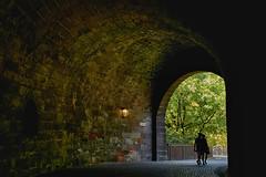 Unter der Burg (Helmut Reichelt) Tags: burg tunnel tor vestnertor nürnberg franken bavaria deutschland germany sommer august leica leicam typ240 captureone9 hdrefexpro2 fhdr leicasummilux50mmf14asph