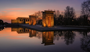Ultimas luces en el Templo de Debod... (27/04/2017)