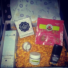 My glossybox #love #glossybox #makeup #new #jellypongpong #headlinecolours #rodger&gallet #harmony  Glossy Box tests et avis sur la box (passionthe) Tags: test paris les french la commerce box femme glossy beaut gift instant sa bonne discovery plaisir hommes femmes avis cadeau coffret choisir toutes glossybox cosmetique echantillons