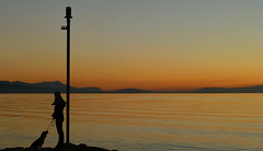 Sunset silhouette by the lake - 01 (Jonchich) Tags: sunset woman dog lake mountains beagle silhouette switzerland lausanne pully dpspets