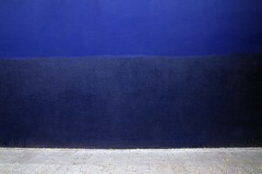 Azules (Claudio.Nez) Tags: chile santiago azul pared gris capital pintura rayados claudionez fotosnez