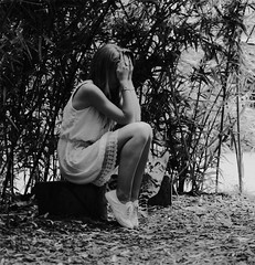 feel bad (Zo CVR [z]) Tags: chat noir photographie bad jardin triste blanc plantes agathe zocphotographie