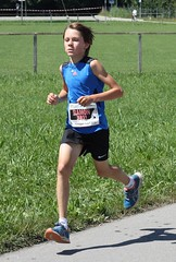 Ramon 5 (Cavabienmerci) Tags: boy sports boys sport youth race children schweiz switzerland  child suisse earring running run course runners earrings pied runner lufer mnsingen lauf coureur 2013 coureurs louf mnsiger