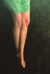 (Emma et la photographie) Tags: woman color green art feet water canon river photography foot model eau poetry dress femme rivière pieds imaginary jambes artisticphotography poésie imaginaire poétique imaginario piedsnus piedsdansleau îledelaréunion photographieartistique photoraphie canoneos600d emmaetlaphotographie