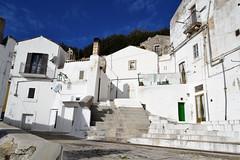 Monte Sant'Angelo (Giulia van Pelt) Tags: city houses white italia view case vista monte bianco puglia citt santangelo foggia