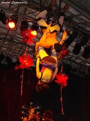 O Teatro Mágico (Kpparelli) Tags: show music de concert do tour rj janeiro para tm fernando 2009 otm clicks trupe móveiscoloniaisdeacaju oteatromágico teatromágico themagictheatre errejota tmlovers clickrj anitellianitellicirco voadorentrada rarosboneca tecidotrapéziogabriela veigaoteatromagicobailarina performáticabailarinatoicinholuis galdinotoicinhorober tostaivan parentedj hpwillians marquesemerson marcianonenê santospoetrycircusviolinbassdrumstheatertrapezeflutedancejugglingclownpercussionacrobaticdollcircovoadoranne caparellikappakpparellikppsrio