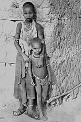 Hamer Ethiopia-2 (Olivier DARMON) Tags: africa portrait white black noir skin african details tribal tribes tribe nudity et scarification femmes afrique oublis blancblack africantribes olivierdarmon detailsethiopia incisiondelapeau lasttribes