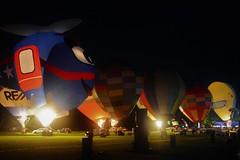 Balloons over Waikato (Scossadream) Tags: scossa lucaguizzardi spacemonkeypictures spacemonkey smp nikond7100 d7100 newzealand nuovazelanda hamilton oceania maori balloonsoverwaikato balloons balloon mongolfier mongolfiera mongolfiere fuochidartificio fireworks zurunight zuru balloonsfestival festival elephantballoon birdsinloveballoon alienballoon