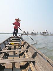 IMG_8770 (Jennifer Rowan-Henry) Tags: lakephayao phayaothailand boating woodenboats boatman