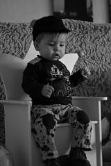 Littel boy (nicolaspetit7878) Tags: nikonpassion cinématique casquette visage mains personne nikond5500 photo photography pose portrait noirblanc blackwhite nb 50mm nikon kid children enfant il he garçon bébé baby boy