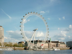 Londres, Ciudad (COINED Fotos) Tags: london eye millennium landmark davidmarks juliabarfield embankment britain british english unitedkingdom gb europe european uk capital cities city day daylight daytime wheel cables carriage carriages circle circles sculpture sculptures architecture tourism tourist attraction historical outdoors urbanscene scenic panoramic