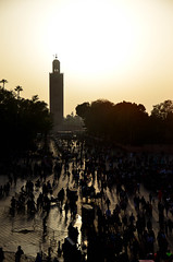 The Dwindling Moroccan Sun (itchypaws) Tags: marrakech marrakechtensiftalhaouz morocco ma jemaa elfnaa square market north africa koutoubia mosque minaret