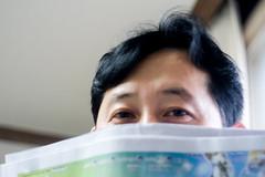 Shy guy (Daegeon Shin) Tags: fujifilm xpro2 meyer domiplan 50mm 50mm28 portait people retrato shy tímido hombre mf manualfocus 후지 마이어 도미플란 인물 부끄러움 mirrorless 미러리스 수동 수동렌즈