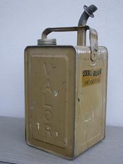 Vintage Esso Blue Valor Paraffin / Petrol Can (beetle2001cybergreen) Tags: vintage esso blue valor parrafin can petrol
