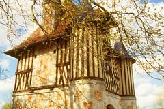 La porterie de Crêvecoeur en Auge (myvalleylil1( absente jusqu'au 27 avril)) Tags: france normandie architecture crêvecoeur en auge