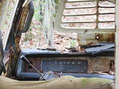 Compteur qui ne compte plus... (Esteban 86360) Tags: voiture fourgon fourgonnette épave abandon decay abandonned rusty crusty rouille france campagne vienne poitou montamisé carcasse automobile car auto