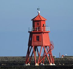 South Shields - Groyne Lighthouse (Gilli8888) Tags: tyneandwear northsea southtyneside southshields port lighthouse groyne red coast shoreline coastline coastal seaside nikon p900 coolpix
