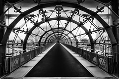 Der Tunnel (MAICN) Tags: bw 2017 blackwhite monochrome schwarzweis mono einfarbig sw brücke tunnel symmetrie