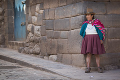 Hanging around in the ancient streets of Cuzco, Peru (Tim van Woensel) Tags: cuzco cusco peru south america travel inca street urban unesco world heritage site woman clothing historical hat