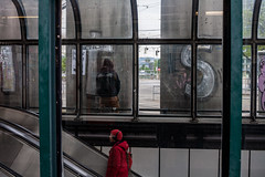 Peeing Tom (Erwin Burgstaller) Tags: strase wien österreich ubahn subway u1 schwedenplatz pinkeln peeing