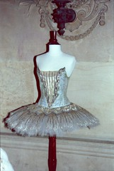 PalaisGarnier-1995-08-19-ExpoCostumes-004a (thepuckmathias) Tags: costumes paris dance exhibition exposition palaisgarnier