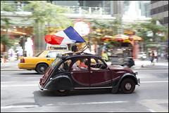 CI0A5413 (Damien DEROUENE) Tags: street nyc newyork france french flag citroen fifthavenue bastilleday july14th damienderouene