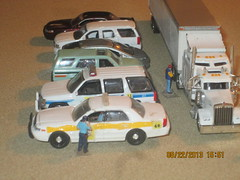 Back to work (THE RANGE PRODUCTIONS) Tags: scale truck toy model tahoe chevy sheriff 187 dioramas 18wheeler diecast fordcrownvictoriapoliceinterceptor 164scale kenworthw900 diecastdioramas