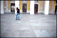 Portugal 2013, Lisbonne (-Habib-) Tags: film analog fuji leicam2 diapo velvia50 canon35mmf2 slida c3p43