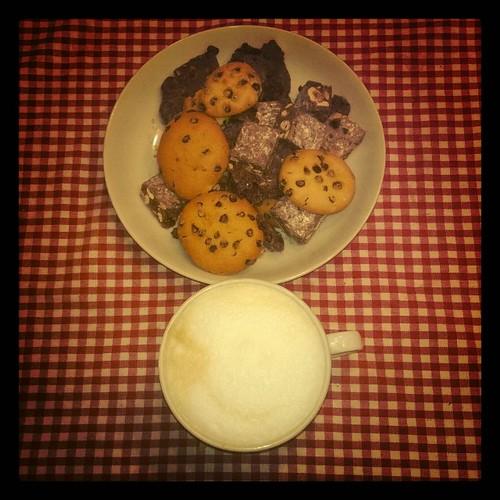 #buongiorno #buonadomenica e #buonefeste ... Oggi di #spese? Io devo ricomprare i #biscotti @katiacortelli li ha finiti!