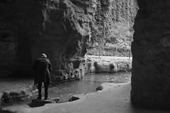 Parc des Buttes Chaumont (Robocod) Tags: paris water stick cave parcdesbutteschaumont 2013 miranda28mm28