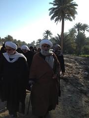 Sheikh Al Ansari walking towards Karbala during Arbaeen 2013