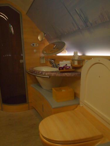 エミレーツA380ファーストクラスのシャワールーム