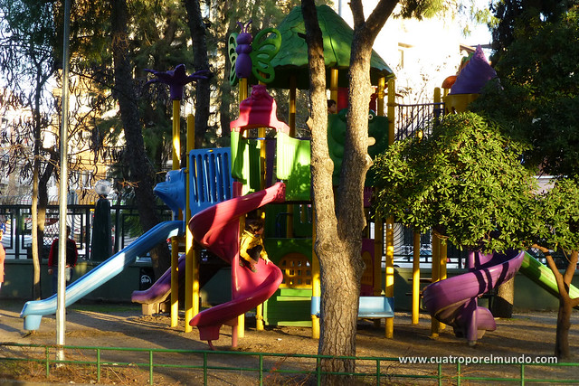 Jugando en un parque dentro del Kultur Park