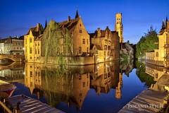 Brugge (Rolandito.) Tags: brugge bruges brpgge belgien belguique belgie belgium canal canals kanal kanäle abend evening dämmerung dusk twilight blue hour blaue stunde belfort europe falndern flandern