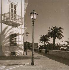 Bari, Puglia, 2001 (biotar58) Tags: bari puglia italia apulien italien apulia italy southernitaly southitaly pentacon 30mm lydith fp4plus rodinal150 rodinal exa
