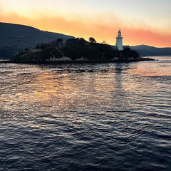 087/365 • there is some kind of fire that is smearing strong smoke all over Macquarie Harbour as we're making our way out • . #macquarieharbour #Strahan #westcoast #bushfire #smoke #abcmyphoto #tasmania #discovertasmania #tassiestyle #bellalunaboat #Autum