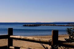 Viento del sur (camus agp) Tags: marmediterraneo cielo costa azules estrechodegibraltar viento horizontes agua mar españa otoño