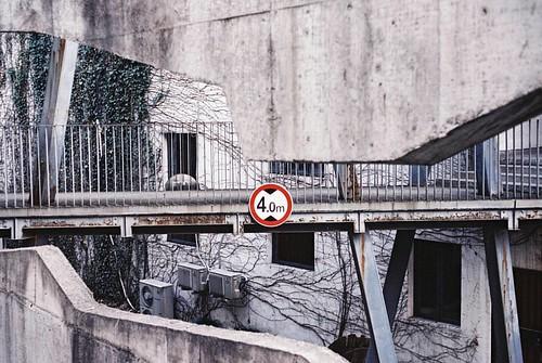 杭州最值得慶幸嘎 唔係有西湖. 而係國美嚮杭州.   Kodak VISION3 250D/5207. 135. #135film #35mm #135 #35mmfilm #kodak #kodakfilm #film #5207 #250d #Leica #konica #hexar #university #sunset #kodakvision3 #hexarrf #city #citylife #life #artschool #filmcamera #filmphotograph #filmp