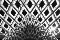 Diamonds reflected (koos.dewit) Tags: bw denhaag denhaagcs fuji fujixt2 fujifilm fujinonxf1024mm holland koosdewit railwaystation thehague thehaguecs thenetherlands zw abstract blackwhite koosdewitnl pattern patterns roof symmetry