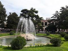 Piazza Bra - Verona (marco_ask) Tags: mesemarzo giardino arena fontana veneto bra piazza verde verdepubblico erba cespuglio arenadiverona piazzabra parco