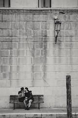 Sara&Thomas (sarahpadoan) Tags: persone ritratto ritrattoambientato portraiture portrait streetportrait couple composure focus monochrome blackandwhite chioggia street veneto italia italy nikontop nikon d750 sarahpadoanphotography
