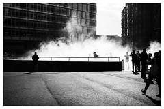 Water fog (Gretsch*) Tags: leicasummicron35mmf20asph leicam240 london londres angleterre england tatemodern blackwhite noirblanc leicamptyp240